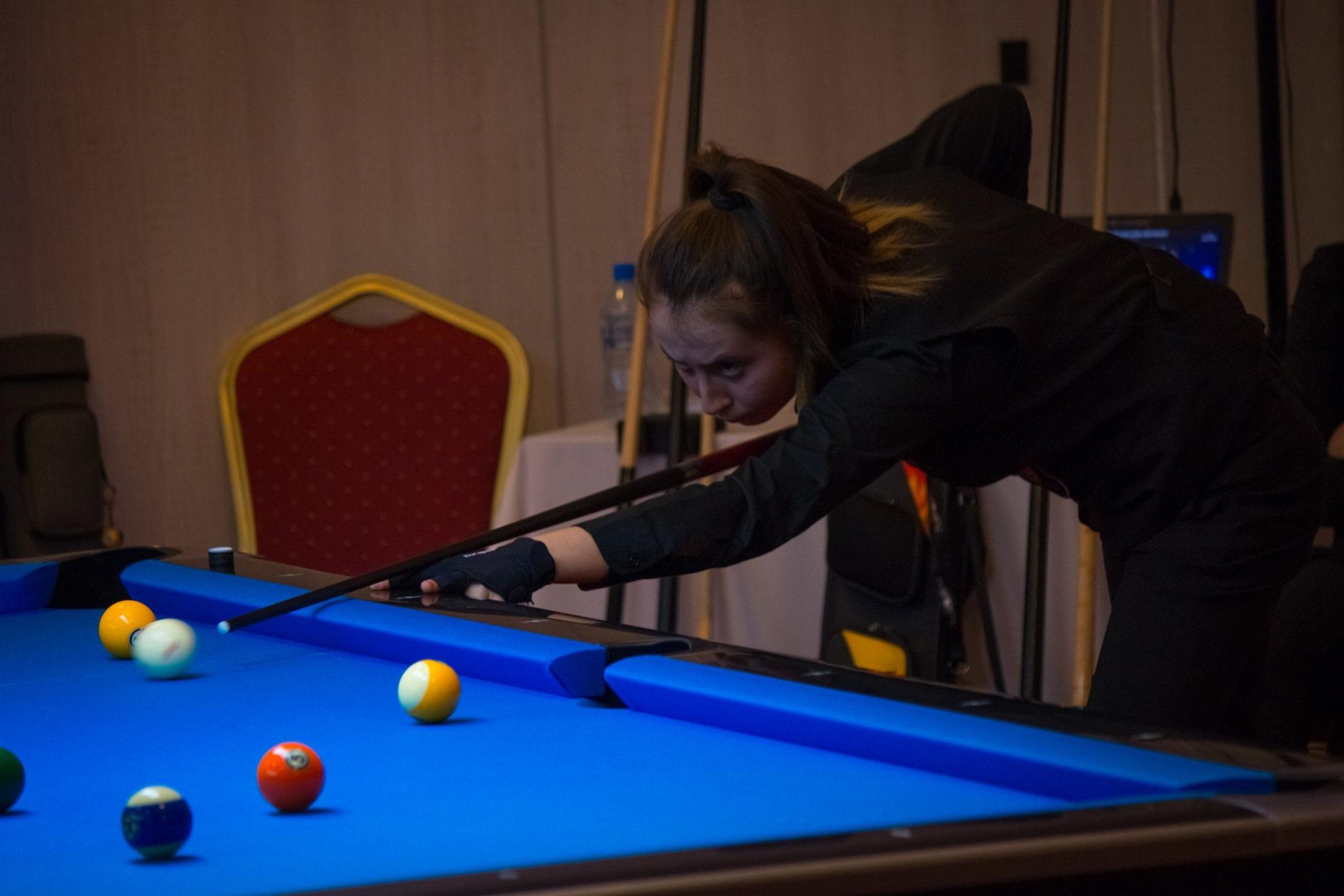 Kultowy model stołu bilardowego Rasson Victory II w rękach naszej junior ambasadorki, Dominiki Pawełczyk.